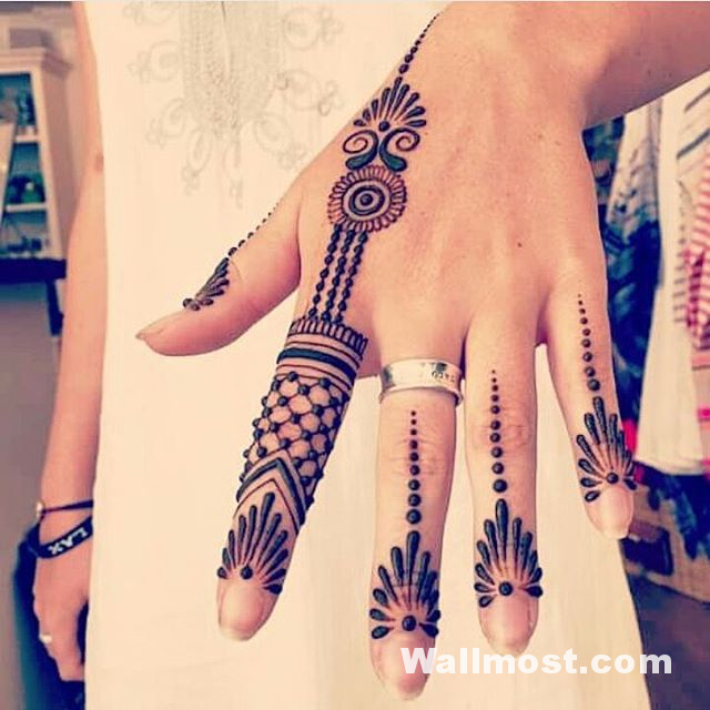 Simple Mehndi Designs 32